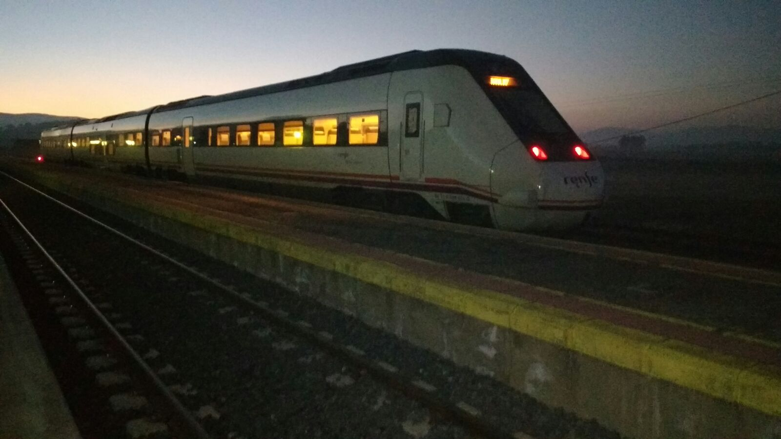 Tren regional en la estación de Brazatortas Veredas